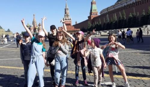 """Воспитанники студии """"Батик и акварель"""" побывали на выездном занятии на Красной площади"""