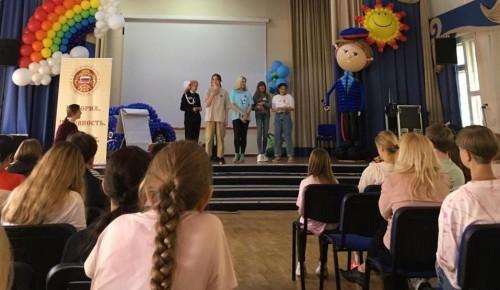Ученицы школы № 1981 Южного Бутова приняли участие в летней школе волонтерского актива