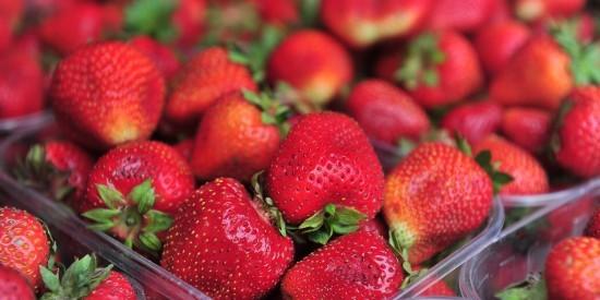Сезонную ягоду в Обручевском районе можно приобрести на ярмарке выходного дня