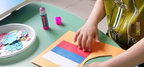 Дети-инвалиды Академического района сделали открытки ко Дню России