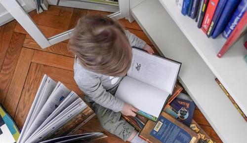 Работник библиотеки №168 рекомендовала книги для детей разных возрастов
