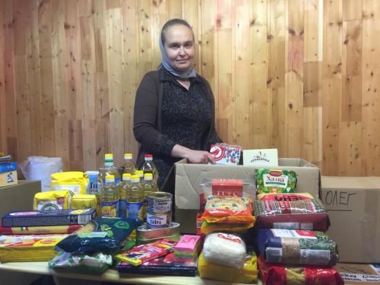 Волонтеры собрали одежду и продукты для нуждающихся