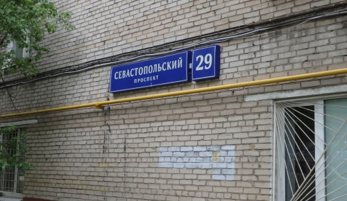 На Севастопольском бульваре, 29 завершили работы по установке новых бордюров