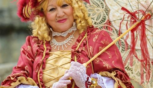 Жители Обручевского района узнают о моде 18 века