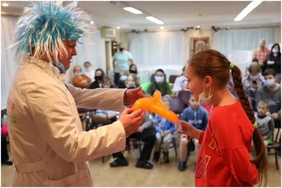 Руководство и ОС при УВД по ЮЗАО подарили веселое настроение детям из Центра поддержки семьи и детства «Зюзино»