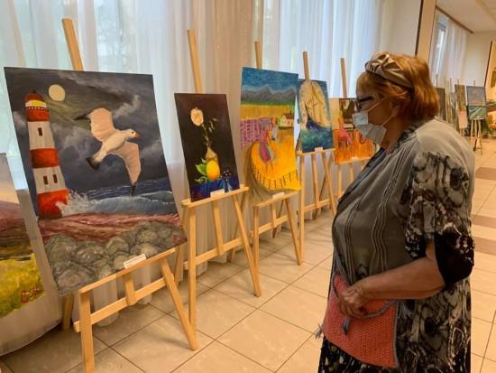 В пансионате для ветеранов труда №6 открылась художественная выставка