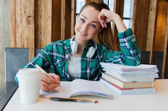 С 20 июня школьники Тёплого стана могут подать заявление на обучение в колледжах