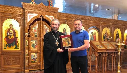 Президент Федерации велоспорта России передал икону в дар храму в Северном Бутове
