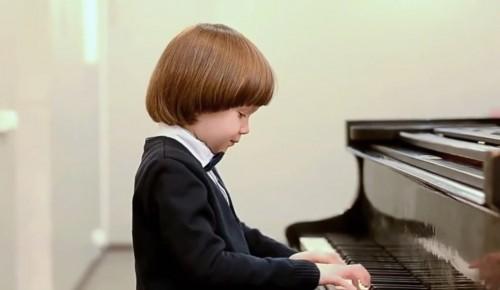 Детская школа искусств «Юность» предлагает посмотреть концерт учеников хоровых школ