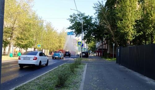 В Котловке поливают дороги холодной водой
