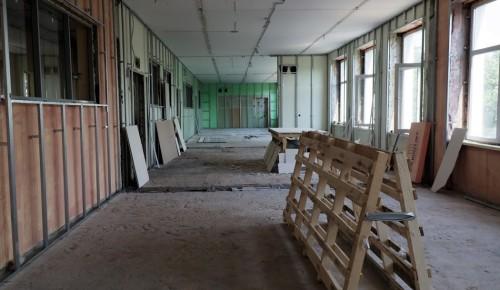 В школе №17 на улице Введенского, 28 продолжаются отделочные работы