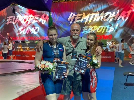 """Воспитанницы """"Самбо-70"""" стали призёрами на Чемпионате и Первенстве Европы по сумо"""