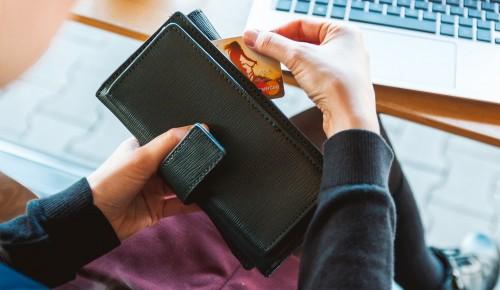 Полицейские задержали подозреваемую в краже банковской карты в магазине Северного Бутова