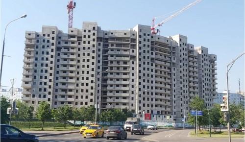 В новом доме на Севастопольском проспекте возводят наружние стены на 12 этаже