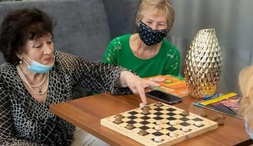 Участница проекта «Московское долголетие» призвала пожилых людей к вакцинации