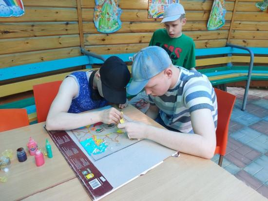 Воспитанники «Юноны» занимаются творчеством во время летнего отдыха