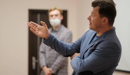 Депутат ГД Романенко принял участие в открытии выставки «Интервью ветерана» в ЮЗАО