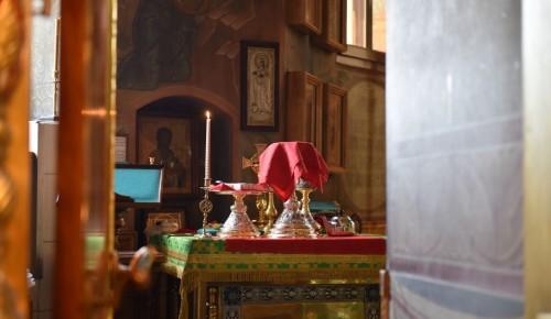 В храме Живоначальной Троицы помолились о прекращении пандемии