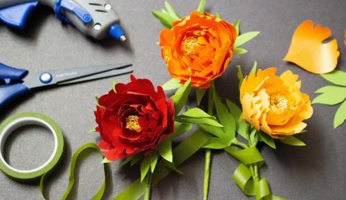 Жители Северного Бутова могут изготовить розы из фоамирана по онлайн-уроку КЦ «Лира»