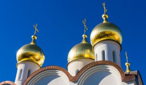 Телеведущий Евгений Попов добился выделения средств на реставрацию Храма Покрова в Филях