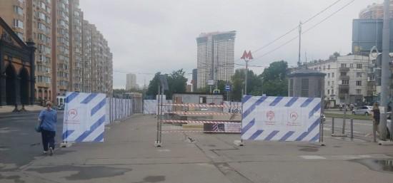 Один из выходов станции метро «Новые Черемушки» закроют навесом