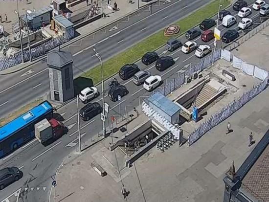 До 10 октября закрыли выходы № 1 и 3 со станции метро «Новые Черемушки»