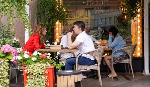 Собянин продлил возможность посещения летних веранд ресторанов без QR-кодов