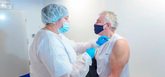 В «Лужниках» и Гостином дворе готовы к увеличению числа желающих вакцинироваться