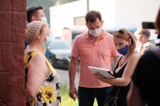 Роман Романенко добился установки пандуса в жилом доме в Ясенево