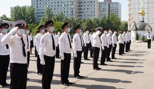 Первый замминистра МВД вручил выпускникам Университета имени Кикотя дипломы и нагрудные знаки