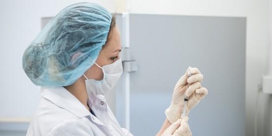 Почти 70 процентов столичных медработников привились от COVID-19