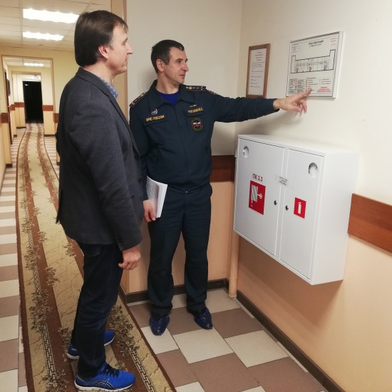 Свыше 300 нарушений требований пожарной безопасности пресечено сотрудниками надзорных органов МЧС Москвы в первый месяц лета