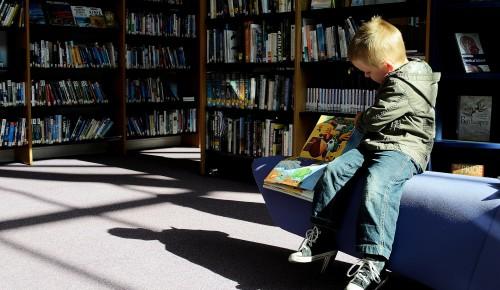 Библиотека №190 рассказала жителям Конькова о пользе чтения сказок