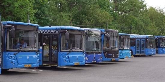 Жители Академического района могут добраться до закрытых станций красной ветки метро на автобусе