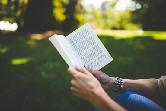 Жителей Ясенева приглашают к участию в опросе «Чтение и библиотека в жизни детской и взрослой аудитории»