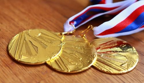 В школе №7 сообщили о получении новой партии золотых медалей
