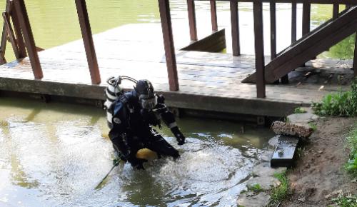 """Водолазы очистили дно водоемов в зоне отдыха """"Тропарево"""" в Теплом Стане"""