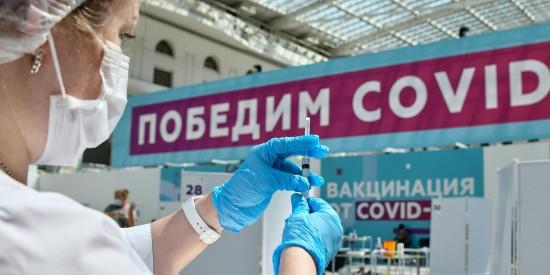 Сделать прививку от коронавируса жители Обручевского района могут в торговом центре «РИО»