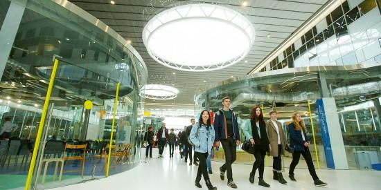 За один день в торговых центрах ЮАО выявлено 64 нарушителя масочного режима