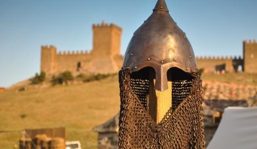 Педагог школы №1694 Ясенева посетила древнюю крепость Ак-Кая в Крыму
