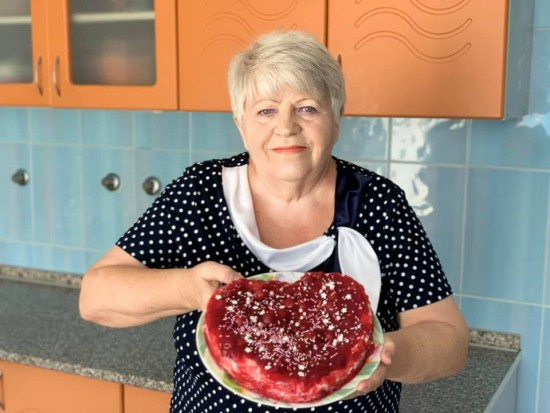 Пансионат для ветеранов труда №6 опубликовал рецепт желейного торта от своей подопечной