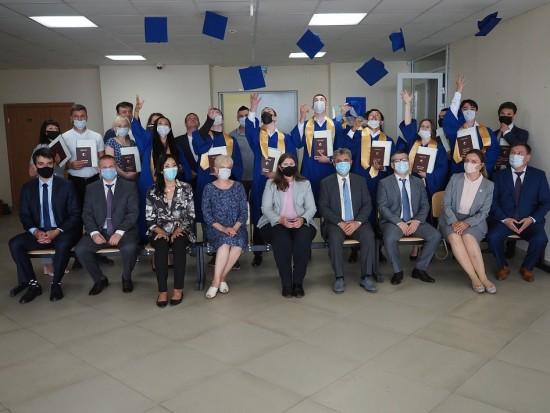 Студентам Сахалинского университета в рамках сотрудничества с Губкинским университетом вручили дипломы