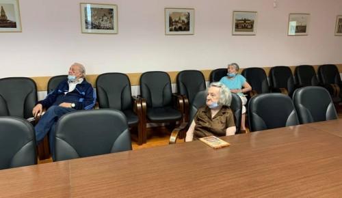 Подопечные пансионата для ветеранов труда №6 посмотрели документальный фильм о Битве на Курской дуге