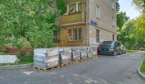 В Котловке продолжается замена бордюров и укладка асфальта