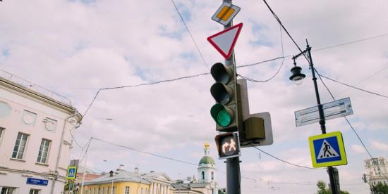 """В """"Московском транспорте"""" рассказали о перекрестке с совмещенной фазой светофора в Теплом Стане"""