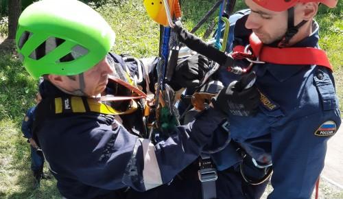 В Апаринках прошли соревнования на лучшую альпинистскую подготовку при ведении спасательных работ на высоте