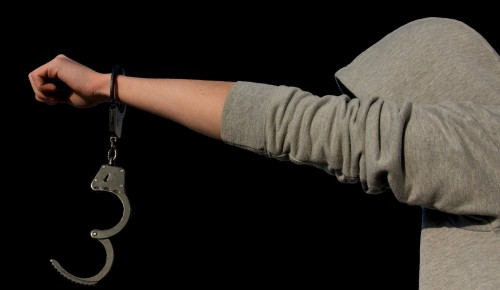 Полицейские Ясенева задержали подозреваемого в незаконном хранении психотропного вещества