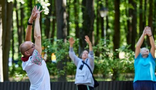 Присоединиться к занятиям на свежем воздухе могут долголеты из Черемушек
