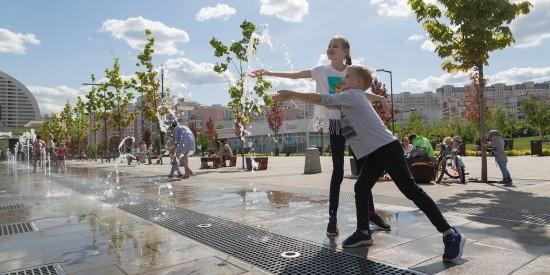 245 струй и туман, клоун и стена воды: любимые юными москвичами фонтаны