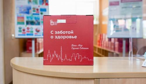 """Жители Академического 65+ получат """"Добрую коробку здоровья"""" после вакцинации"""